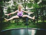 Zabawa na trampolinie